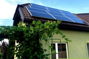 instalacja-fotowoltaiczna-w-domu-jednorodzinnym-blacho-dachowka-zielonyVOLT