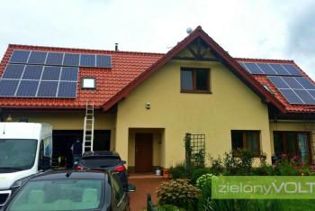instalacja-fotowoltaiczna-w-domu-jednorodzinnym-dachowka-ceramiczna-zielonyVOLT