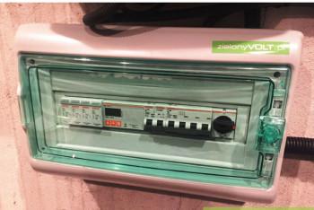 licznik-dwukierunkowy-zabezpieczenie-AC-montaz-instalacji-fotowoltaicznej-zielonyVOLT