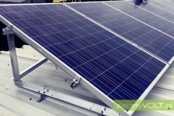montaz-paneli-fotowoltaicznych-dach-plaski-konstrukcja-podnoszona-zielonyVOLT