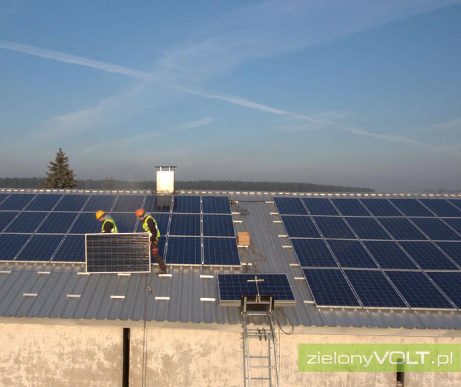 montaz-paneli-fotowoltaicznych-gospodarstwo-rolne-blacha-trapezowa-zielonyVOLT